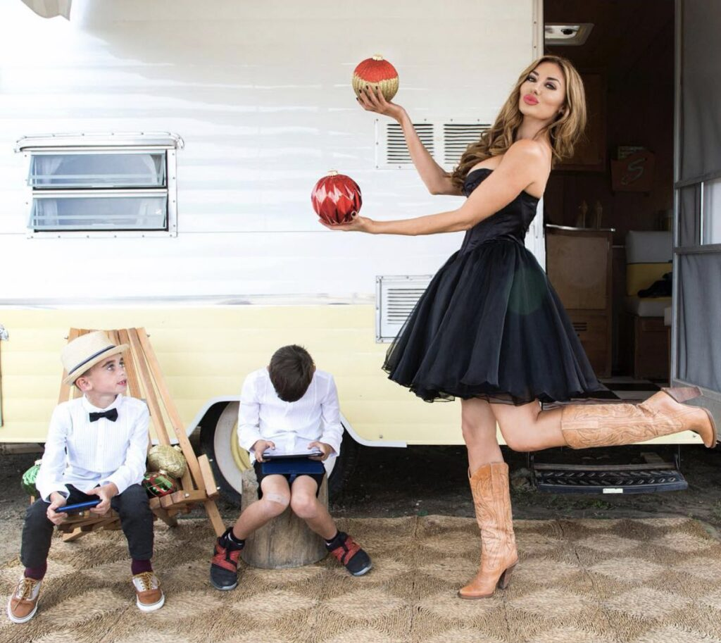 Lizzie Rovsek with Sons